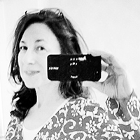Selfie Sonja, sw, mit iPhone