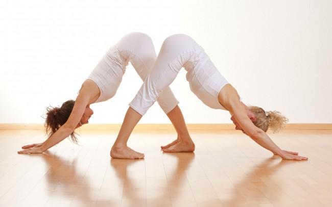 Yoga und Pilates Übungen